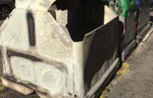 Cremen quatre contenidors a Cambrils