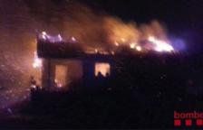 Se incendia totalmente una casa en Valls sin causar heridos