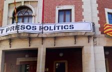 La Junta Electoral de Tortosa dona 24 hores als alcaldes per retirar «distintius partidistes» dels espais públics