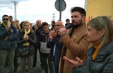 Rufián diu que cal combatre «el front nacional taronja» en la seva visita al mercadet Bonavista