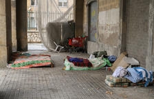 La plaça dels Carros torna a estar ocupada per indigents
