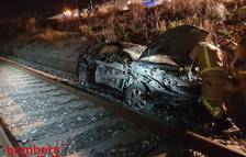 Un ferit lleu en caure el seu cotxe a la via del tren de Vila-seca