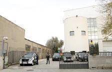La Guàrdia Civil escorcolla la seu d'Unipost a l'Hospitalet de Llobregat pel referèndum de l'1-O