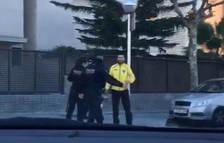 Impedeixen que els vianants amb roba groga s'acostin al TAS on Rajoy clausura un acte del PP