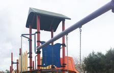 Calafell instal·la seients de seguretat pels més petits a totes les àrees de jocs infantils