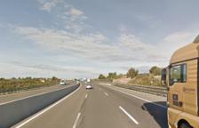 Un conductor queda atrapat en una col·lisió amb un camió a l'AP-7 a Torredembarra