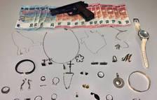 A presó una dona per cometre quinze robatoris amb força