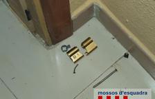 Tres detinguts per deu robatoris amb força a habitatges de La Pineda
