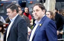 El Constitucional rechaza suspender la prisión provisional de Junqueras y Sànchez