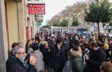 Més d'un centenar de persones a Tarragona protesten contra l'escorcoll a Òmnium
