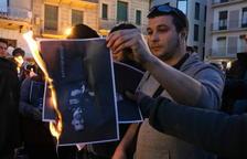 Crema col·lectiva de fotos del Rei en un acte a la plaça Mercadal de Reus