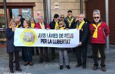 Los Abuelos y Abuelas de Reus por|para la Libertad reciben el apoyo|soporte de la Tercera Juventud para|por la República