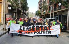 Mig miler de persones marxen per la llibertat dels polítics empresonats a so de cassola i xiulet al Vendrell