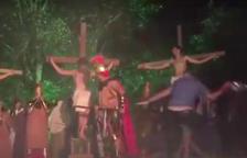 Envaeix una obra de teatre sobre Setmana Santa i agredeix a un soldat per 'salvar' a Jesús