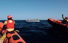 El vaixell de Proactiva Open Arms salpa del port de Pozzallo després d'un mes immobilitzat