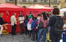 Els jugadors del Nàstic firmen autògrafs per Sant Jordi