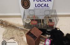 Confisquen 32 gàbies per la caça furtiva d'ocells a Cambrils