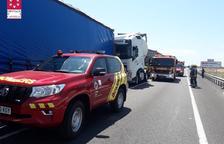 Un mort en un accident amb quatre camions implicats a l'N-340 a Alcanar