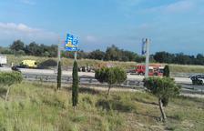 Accident sense ferits a l'A-7 a Vila-seca amb dos camions i un cotxe implicats