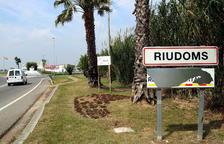 Sancionado un vecino de Riudoms por pintar un letrero de municipio independentista en la entrada del pueblo