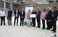 Les autoritats visiten la remodelació del pavelló del CE Vendrell