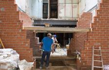 Rehabiliten la casa esfondrada al carrer Monterols