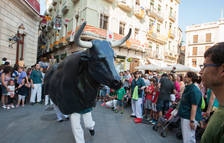 El Bou se suma al seguici per celebrar els 675 anys de bous festius a la ciutat