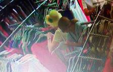 Un agent de paisà deté in fraganti dues dones robant una cartera a un turista a Salou
