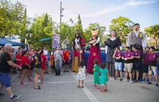 Los gigantes y la música llenan las fiestas de los barrios de la ciudad