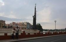 Tortosa retirarà el monument franquista del riu si s'aprova la nova llei de memòria històrica