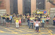 Juristes per la República participa en la protesta silenciosa davant dels Jutjats de Tarragona