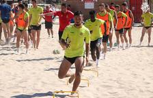 Els jugadors del Nàstic s'entrenen a la platja de l'Arrabassada