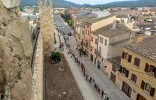 Una sardana d'1,4 quilòmetres encercla la muralla medieval de Montblanc