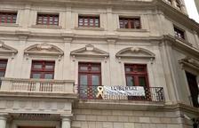La pancarta «llibertat presos polítics» torna a lluir a l'Ajuntament de Reus