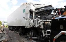 Mor un veí de Reus en un xoc entre dos camions i una furgoneta a Ribera d'Ondara