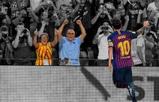 Dos calafellencs en la celebració del gol 6.000 del Barça, obra de Messi