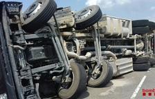 Bolca un camió ple de porcs en un accident a la C-241d a Montblanc