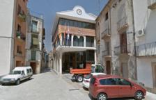 Un regidor denuncia l'alcalde d'Ascó per agredir-lo amb un cop d'ampolla al final d'un ple