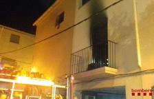S'incendia completament el menjador i la cuina d'una casa a Gandesa