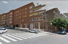 Cremen diversos vehicles a dos aparcaments soterrats darrere l'edifici de Lletres a Tarragona