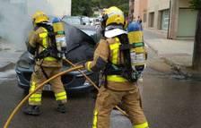S'incendia un vehicle al centre de Falset