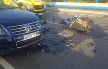 Dos ferits greus i un de crític després que un conductor ha entrat contra direcció a una rotonda