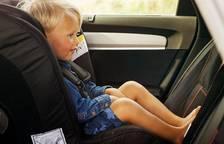 Per què els nens han de viatjar a contra-marxa?