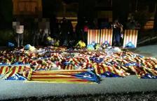 Resistencia Alta Tabarnia es vanta de la retirada d'estelades i de llaços a un tòtem publicitari de Tarragona