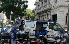 Decomissen una parada amb 1.850 peces de roba falsificada al mercadet de Corsini
