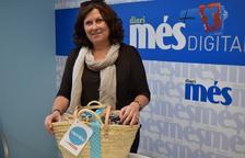 Maria Isabel Valencia recull la cistella de Caprabo i el Diari Més