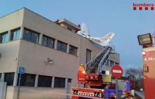 Almenys dos morts en estavellar-se una avioneta sobre una benzinera a Badia del Vallès