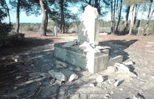 Tres monòlits de la Batalla de l'Ebre i la Guerra Civil apareixen destrossats a la Terra Alta