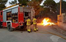 Cremen dos contenidors a Mont-roig del Camp
