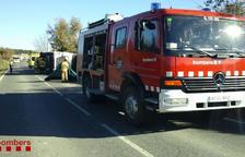 Traslladen en estat greu a Bellvitge el conductor d'un camió que ha bolcat a les Piles